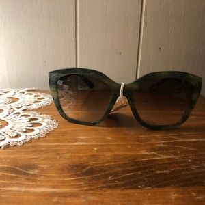 Burberry Green Square Sunglasses NWT B4261